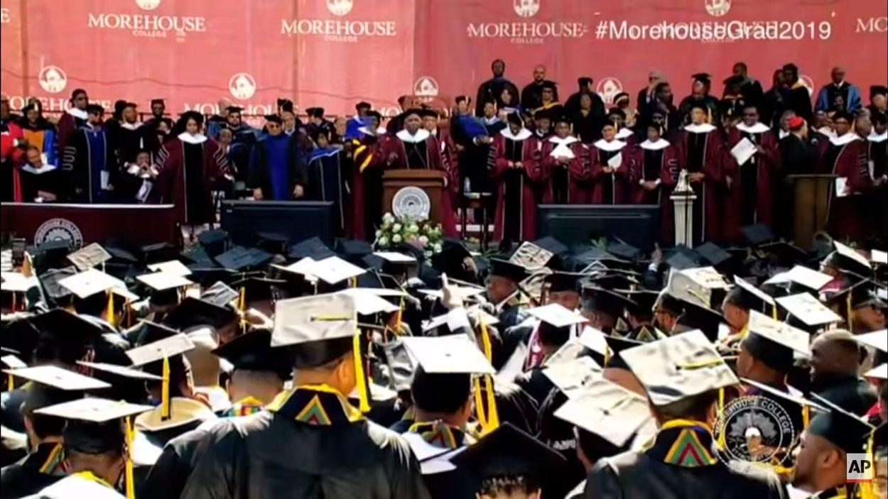 Afbeelding van Amerikaanse miljardair betaalt studieschuld voor bijna 400 studenten