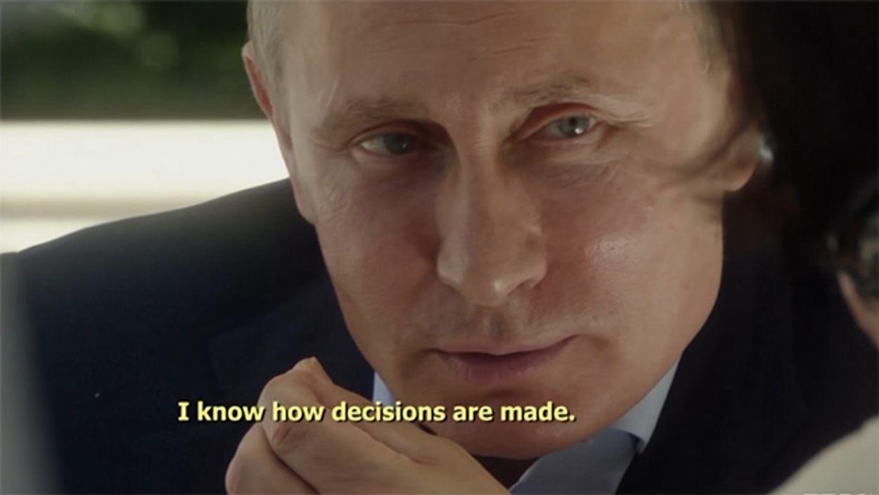 Afbeelding van Filmmaker Oliver Stone die Poetin interviewt, dat ziet er zo uit