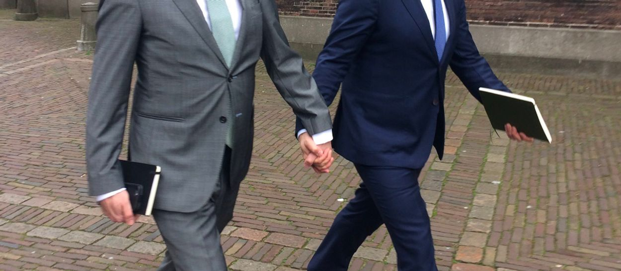 Afbeelding van De dag waarop mannelijk Nederland hand in hand liep