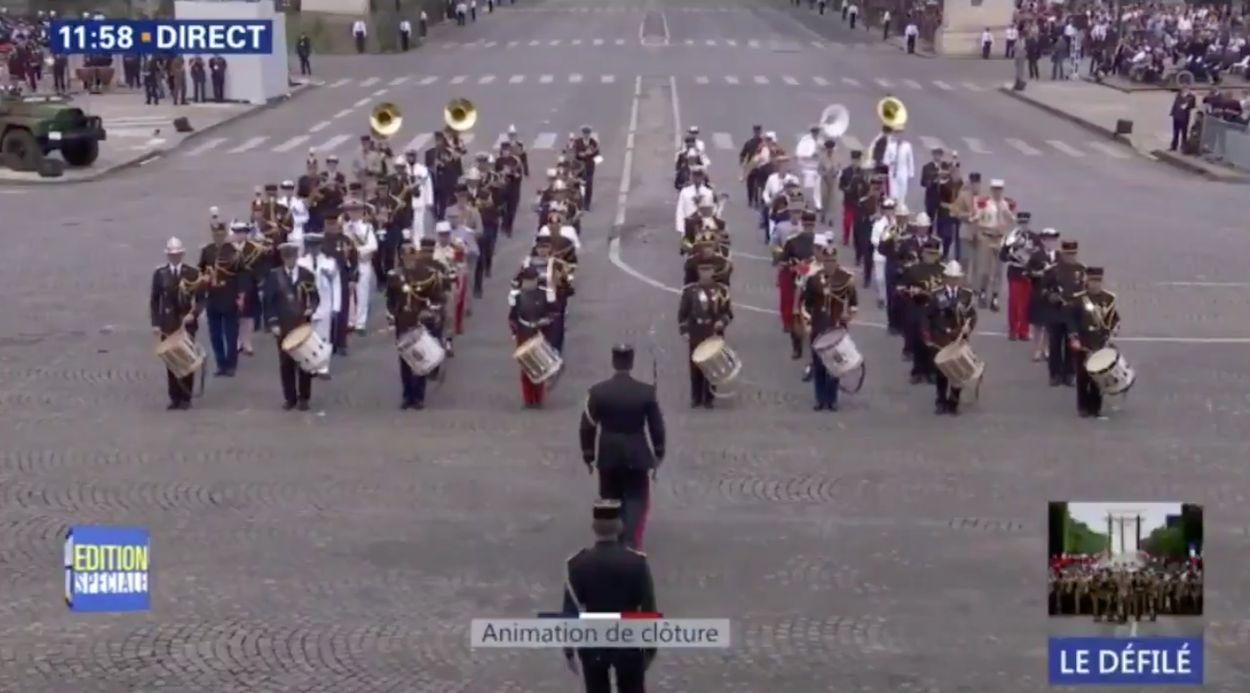 Afbeelding van Franse militairen spelen Daft Punk voor Macron en Trump