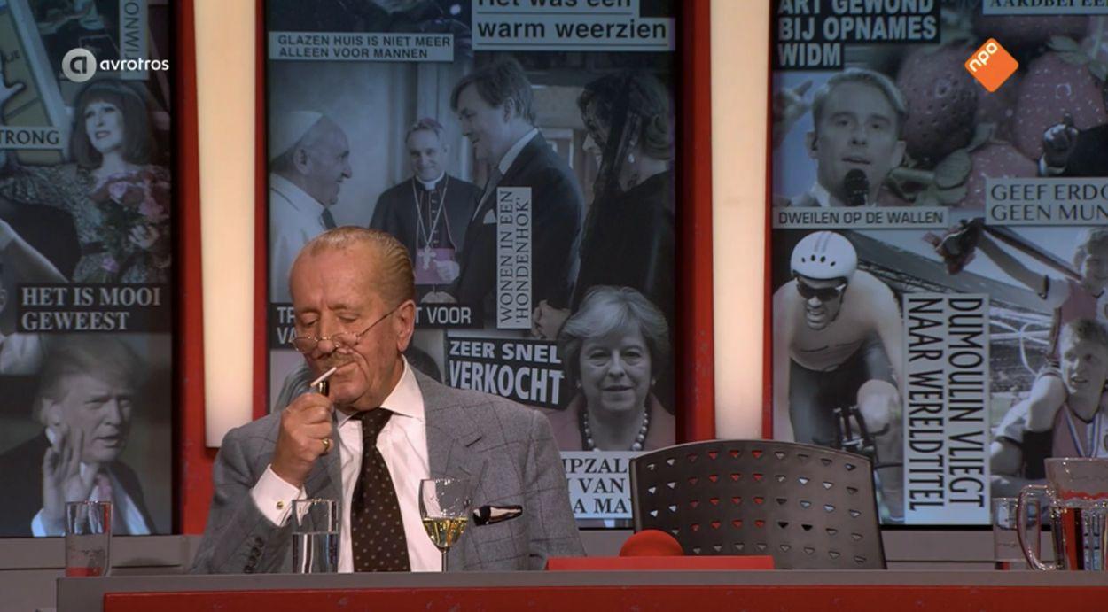 Afbeelding van Rokende Hiddema in 'Dit Was Het Nieuws' zelf ineens het nieuws