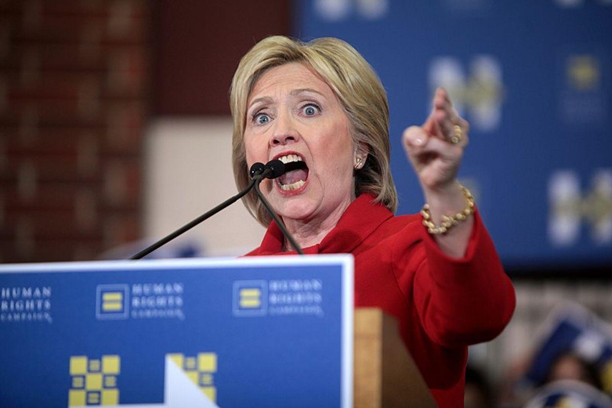 Afbeelding van Clinton geeft in nieuw boek anderen de schuld, maar helpt vooral haar eigen reputatie om zeep