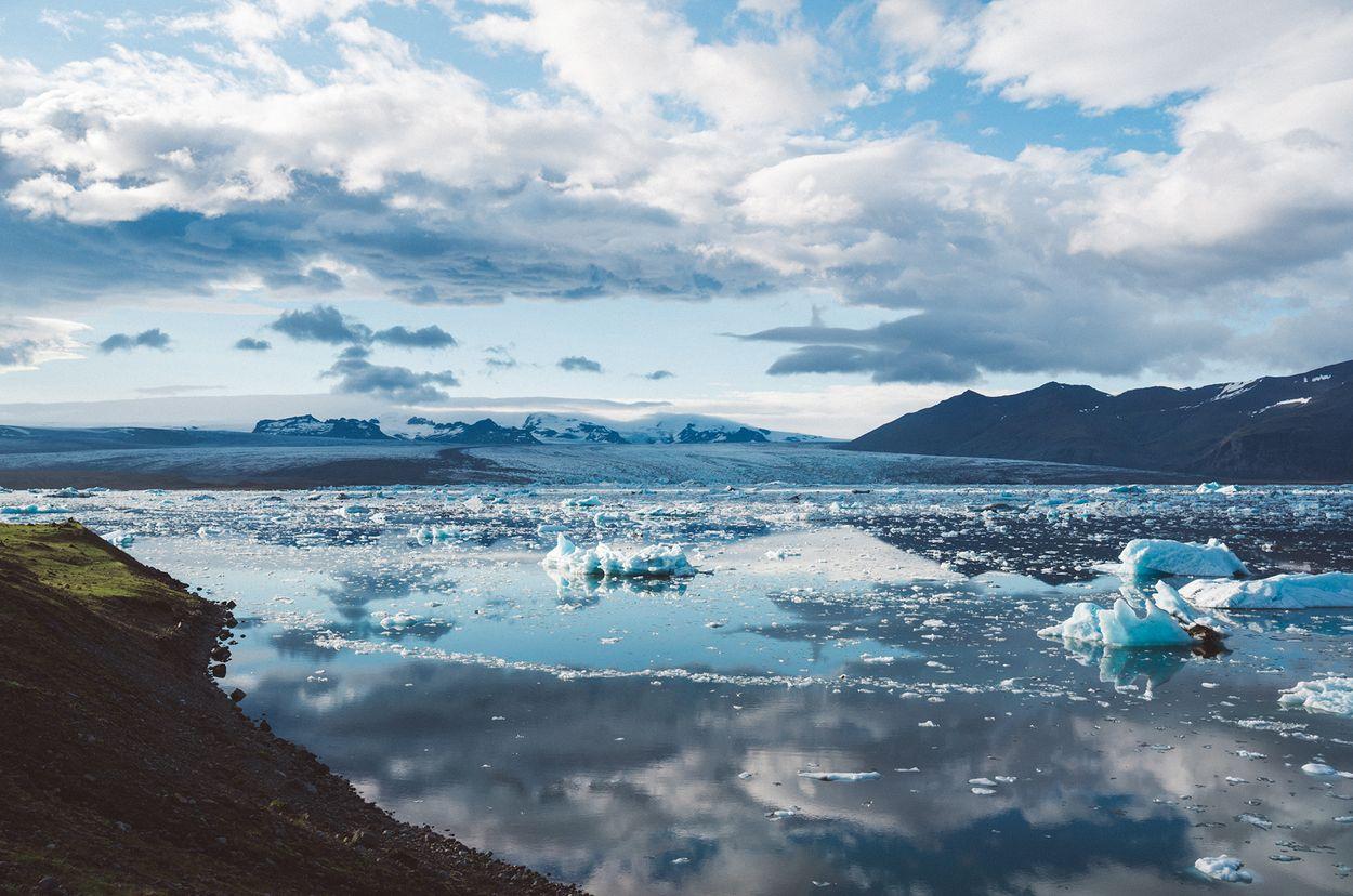 Afbeelding van Zeespiegel stijgt steeds sneller door smeltend zeeijs in Groenland en Antarctica