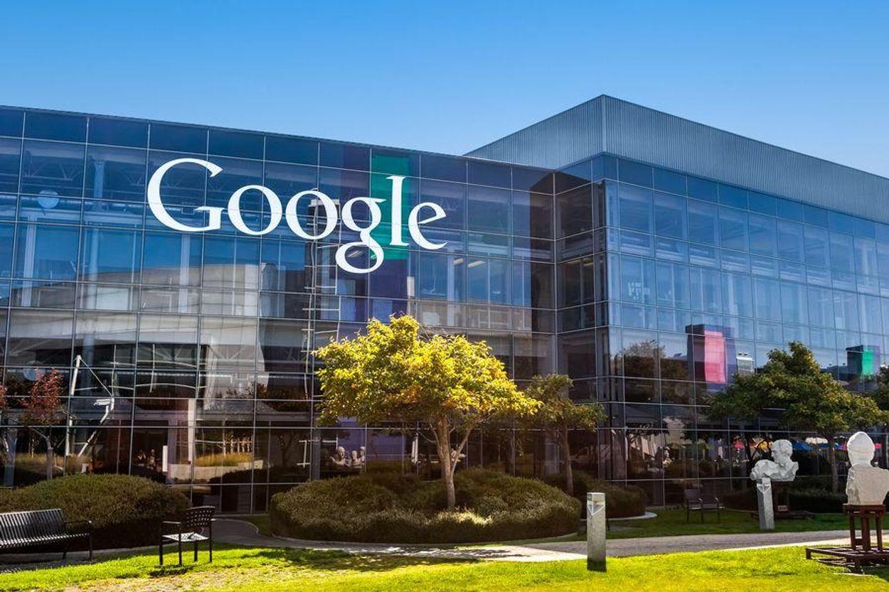 Afbeelding van Google Home-speaker belt politie tijdens huiselijke ruzie