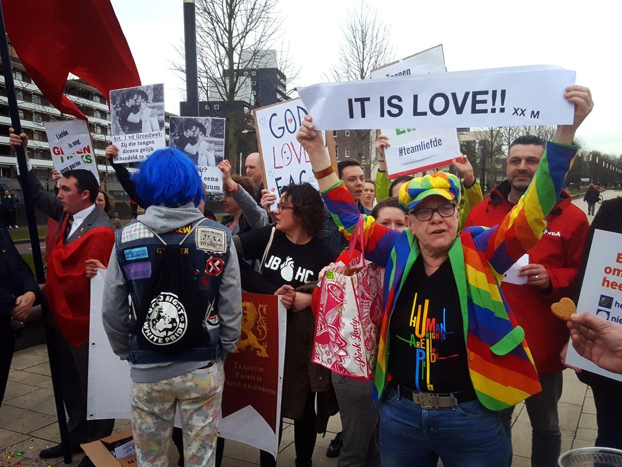 Afbeelding van Campagne Suitsupply leidt tot demonstraties in de straten van Nijmegen
