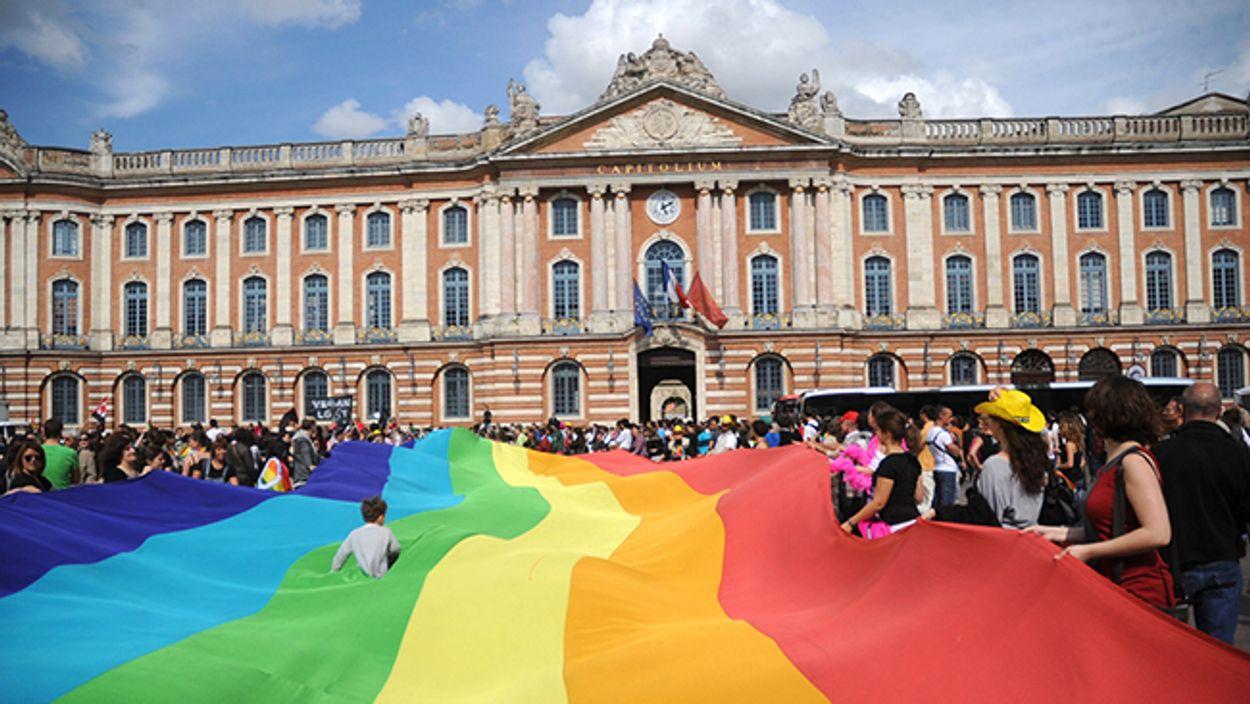 Afbeelding van Boven de Franse homo-emancipatie hangt een donderwolk