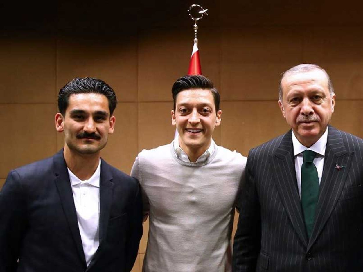 Mesut Ozil en Gundogan bij Erdogan
