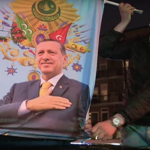 Afbeelding van Erdogan claimt herverkiezing: Turkse Nederlanders vieren feest op straat